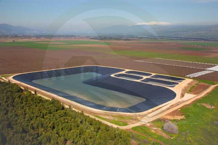 استخر ذخیره آب برای امور کشاورزی
